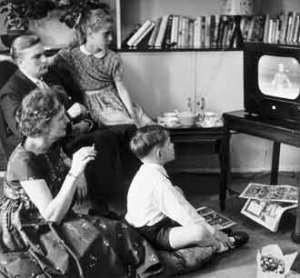 Family-watching-TV111